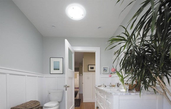 Daylighting Device Bathroom with optional diffuser